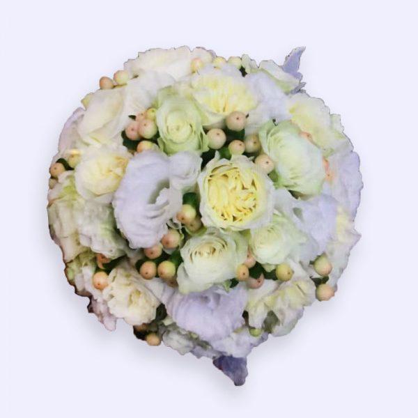 超过10枝玫瑰20枝洋桔梗配红豆的婚礼手捧花