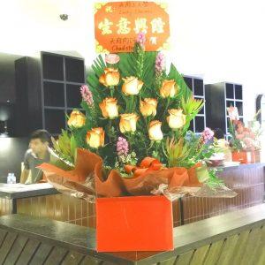 超过18枝花 (橙红色玫瑰及配花) 开业花盒