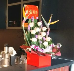 超过18枝花 (橙色玫瑰及配花2) 开业花盒