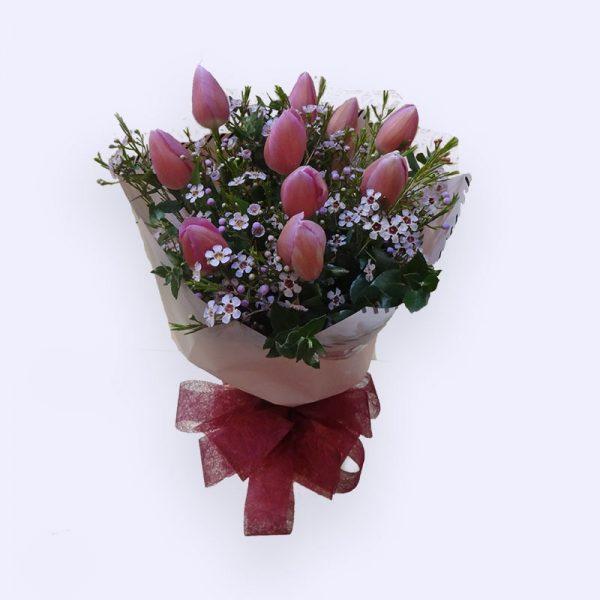 10枝粉红色郁金香及配花和叶子