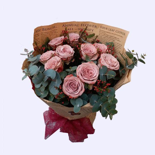 10枝经典玫瑰配叶子