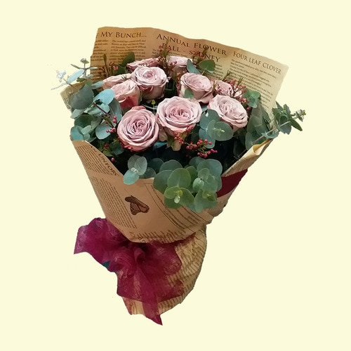 10 Stems Classic Rose with Leaves