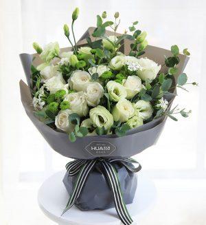 11枝白玫瑰5枝绿色洋桔梗3枝小菊花4枝白色石竹梅配叶子/月光女神