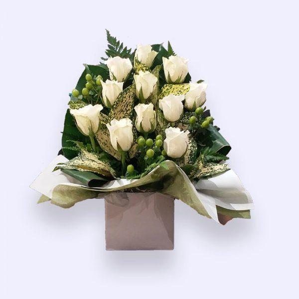 11枝白色玫瑰