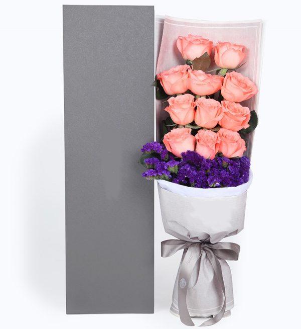 11枝粉红色玫瑰配深紫色勿忘我/苗条淑女