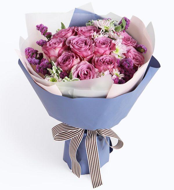 11枝紫红色玫瑰加小白花配花/只要有你