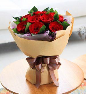11枝红玫瑰配浅紫色勿忘我/一心一意