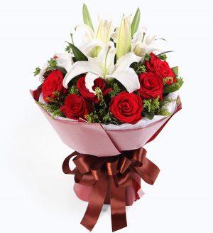 11枝红玫瑰配2枝白色百合/缘份