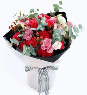 11枝红色康乃馨4枝粉红洋桔梗5枝红豆配叶子/相思红