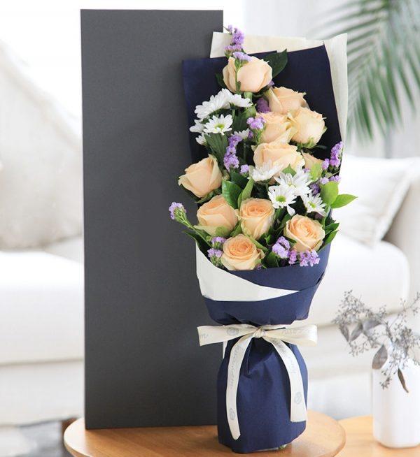 11枝香槟色玫瑰配16.5*57cm花盒