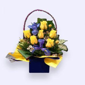 11枝鲜花(黄色玫瑰加莺尾)