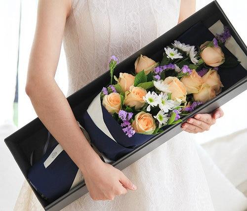 11 Stems Champagne Rose 16.5*57cm Flower Box