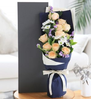 11 Stems Champagne Rose with Light Purple Statice & White Chrysanthemum