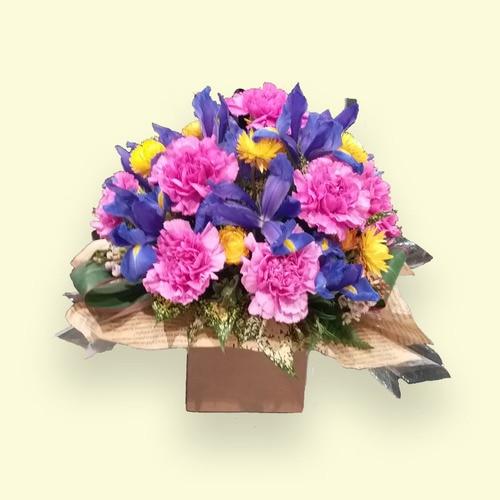 11 Stems Flower (Purple Sim Carnation & Iris)