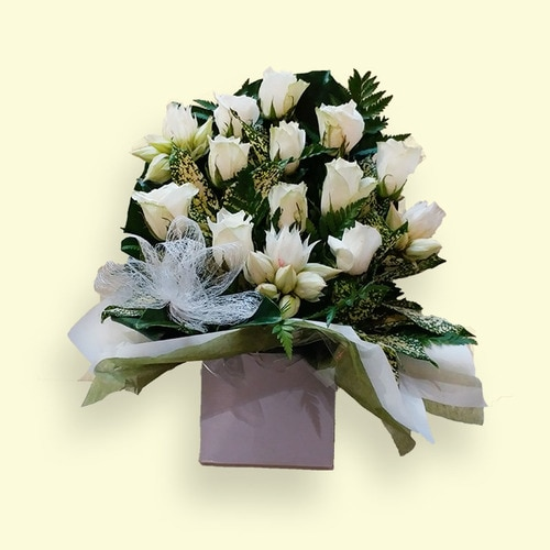 11 Stems Flower (White Rose with Others )