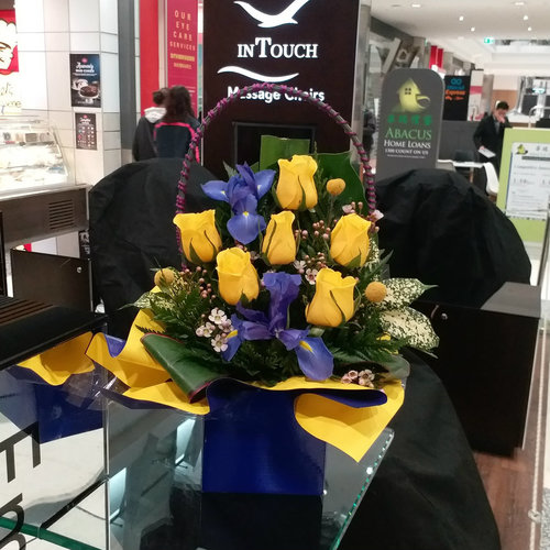 11 Stems Flower (Yellow Rose & Iris)