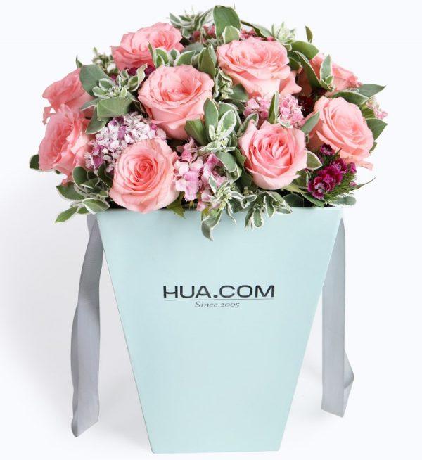 12枝粉红玫瑰7枝石竹梅配叶上花/温柔如您
