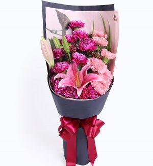 12枝紫红色康乃馨7枝粉色康乃馨1枝粉色香水百合配叶子等/紫听您说
