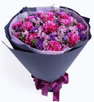 16枝紫红色康乃馨配粉色勿忘我及情人草/只为您动馨