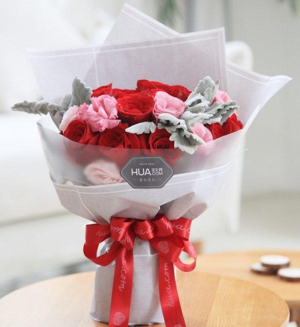 16枝红玫瑰2枝粉色洋桔梗3枝银叶/英格兰风情
