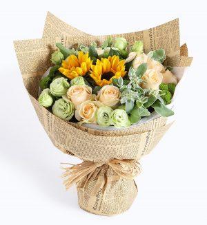 16枝香槟玫瑰2枝向日葵5枝绿色洋桔梗3枝绿色小菊配叶上花/晴朗