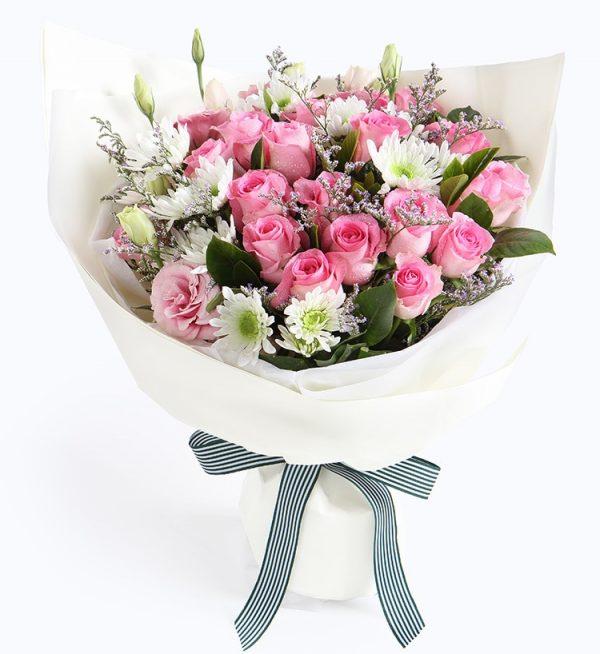 19枝粉红玫瑰2枝粉红洋桔梗4枝白色小雏菊配情人草/白花仙子
