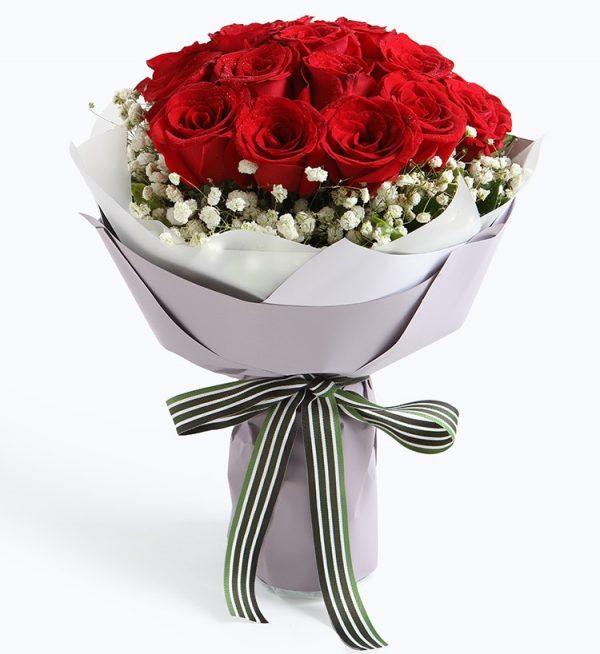 19枝红玫瑰配满天星/牵手一生