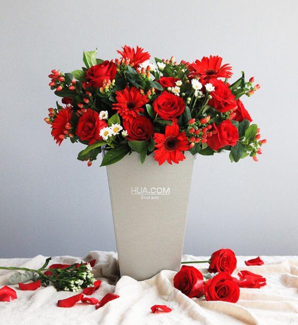 19枝红玫瑰11枝红色扶郎配红豆及叶子/法式浪漫