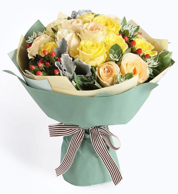 19枝香槟玫瑰加8枝黄色玫瑰3枝红豆配叶子等/暗香