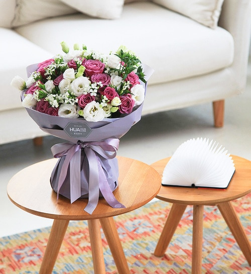 19 Stems Purple Rose & 7stems White Lisianthus & 5 Stems White Minor Flower