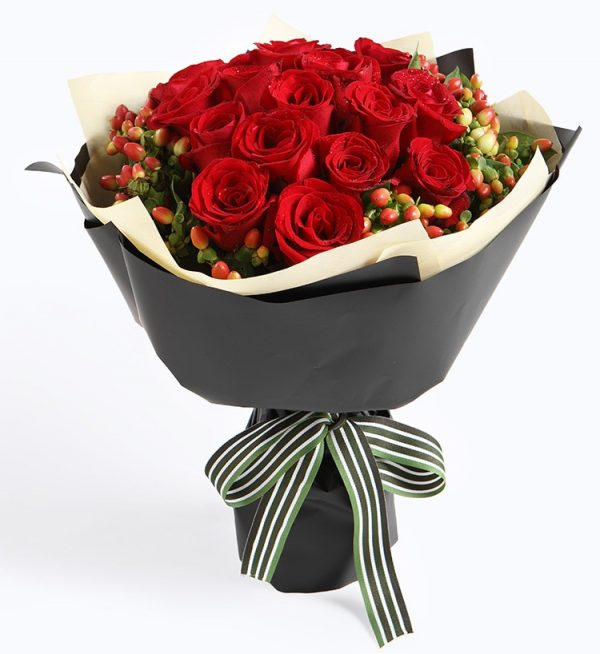 19 Stems Red Rose with Berry