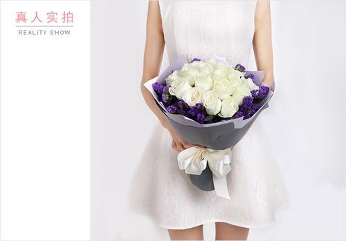 19 Stems White Rose with Dark Purple Statice