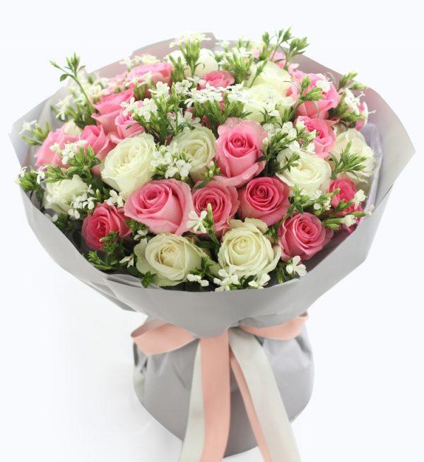 20枝粉色玫瑰加13枝白色玫瑰配白色相思梅/双子座守护花