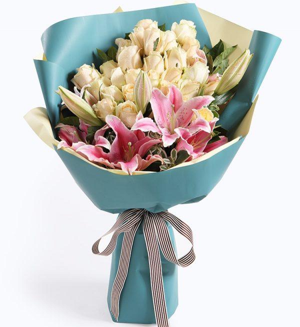 29枝香槟玫瑰3枝粉红百合配叶上花/温暖的时光