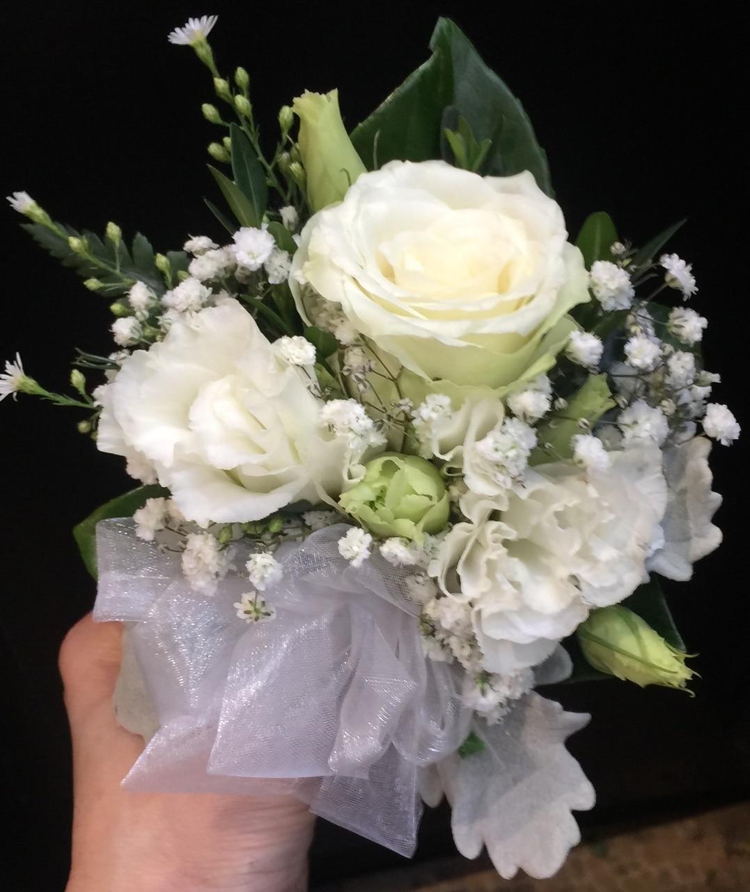 3朵白色洋桔梗手腕花