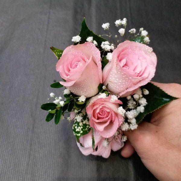3朵粉红色玫瑰手腕花