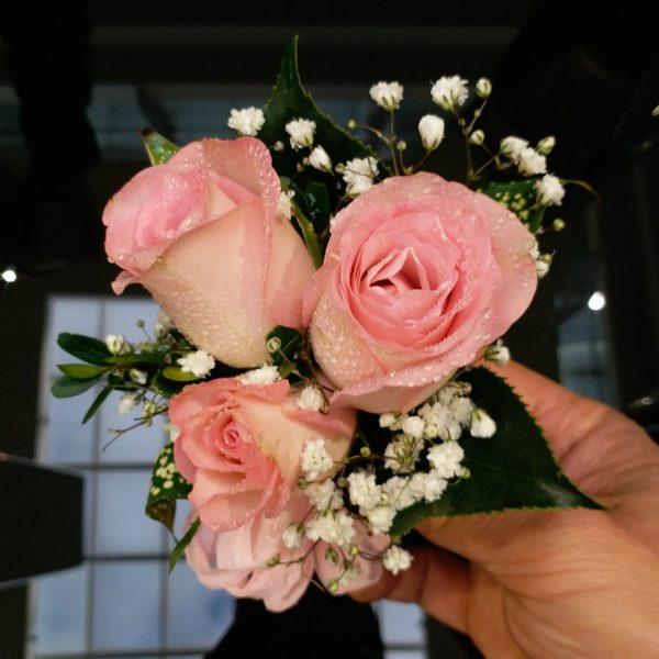 3朵粉绿色玫瑰手腕花