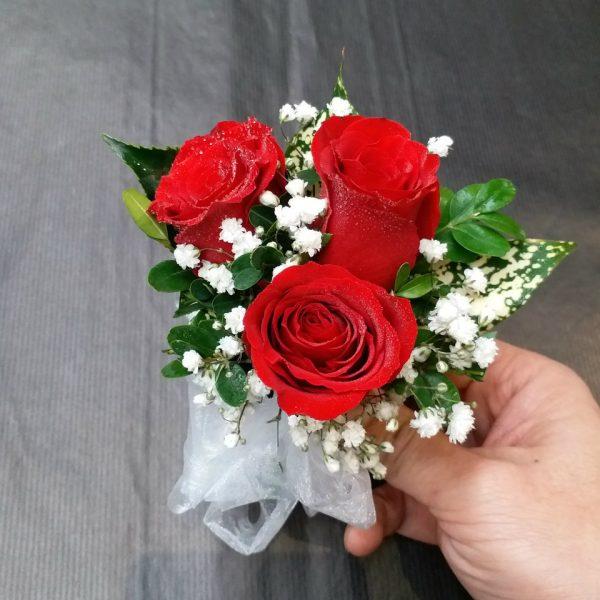 3朵红色玫瑰手腕花