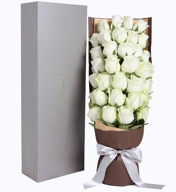 33枝白色玫瑰配叶子/轻语