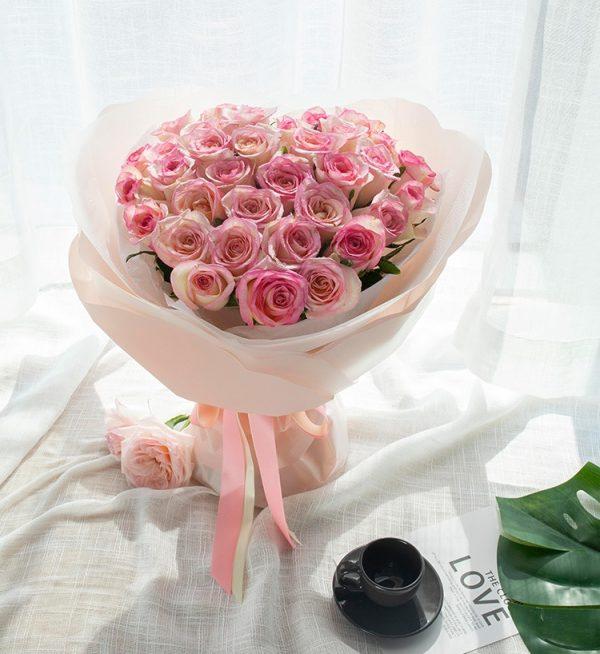 33枝粉红色玫瑰/花与爱丽丝