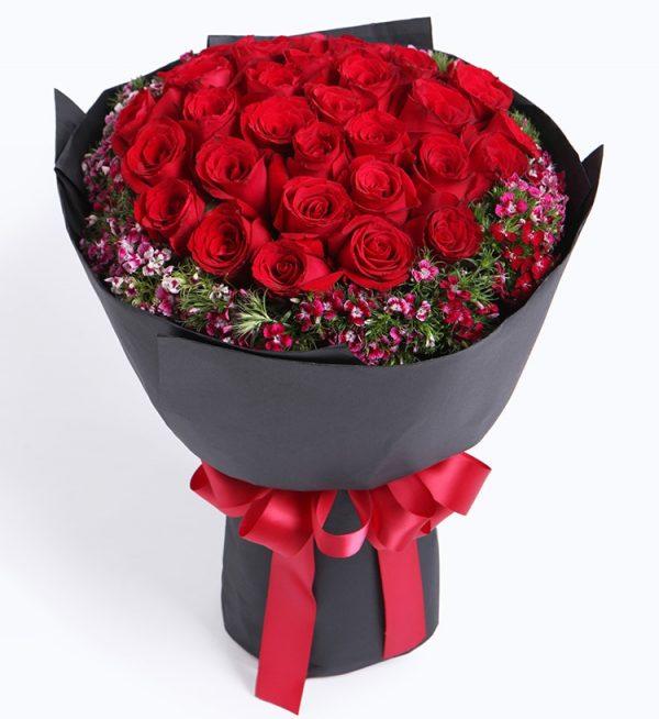 33枝红玫瑰配深粉色石竹/忘情巴黎