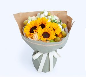 4枝向日葵6枝黄金球10枝香槟玫瑰3枝白色洋桔梗5枝绿色康乃馨/太阳花