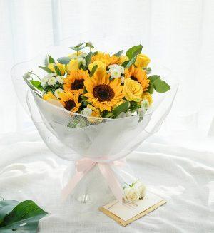 5枝向日葵6枝黄色玫瑰3枝白色小雏菊配叶子/阳光
