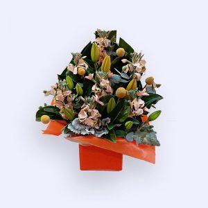 5枝白色紫罗兰和2枝橙色百合及配花