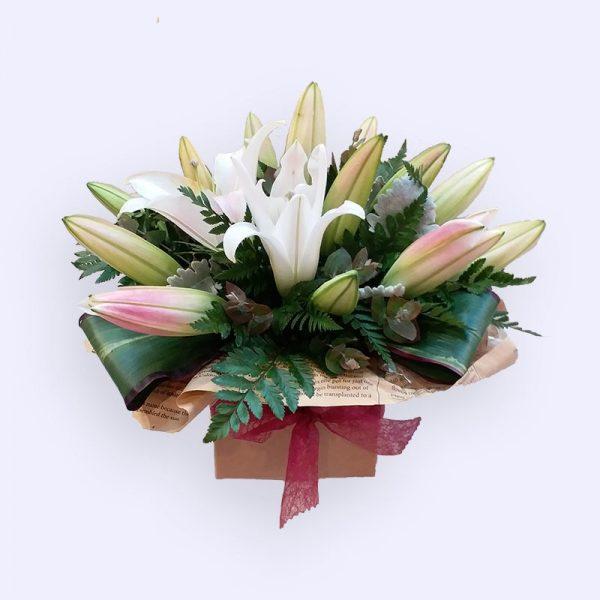 5枝鲜花(白色香水百合及配花)