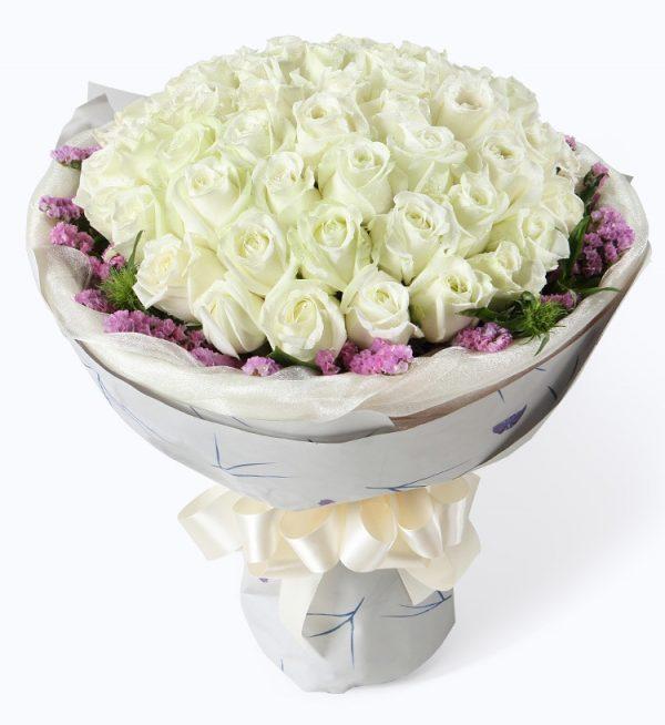 50枝白色玫瑰配浅紫色勿忘我及叶子/白雪公主