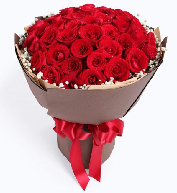 50枝红玫瑰配满天星/热恋
