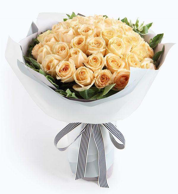 50枝香槟玫瑰配叶上花/夏之物语