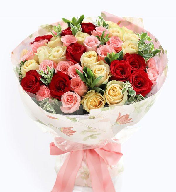 50枝鲜花 (11枝红玫瑰19枝香槟玫瑰20枝粉色玫瑰配叶子)/甜蜜记事