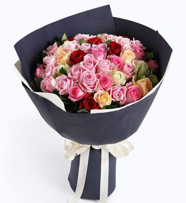 50枝鲜花 (32枝粉色玫瑰6枝白玫瑰6枝香槟玫瑰6枝红玫瑰配叶子)/浪漫絮语